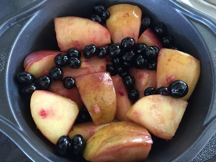 すっごく簡単♪リンゴとブルーベリーのパンケーキ